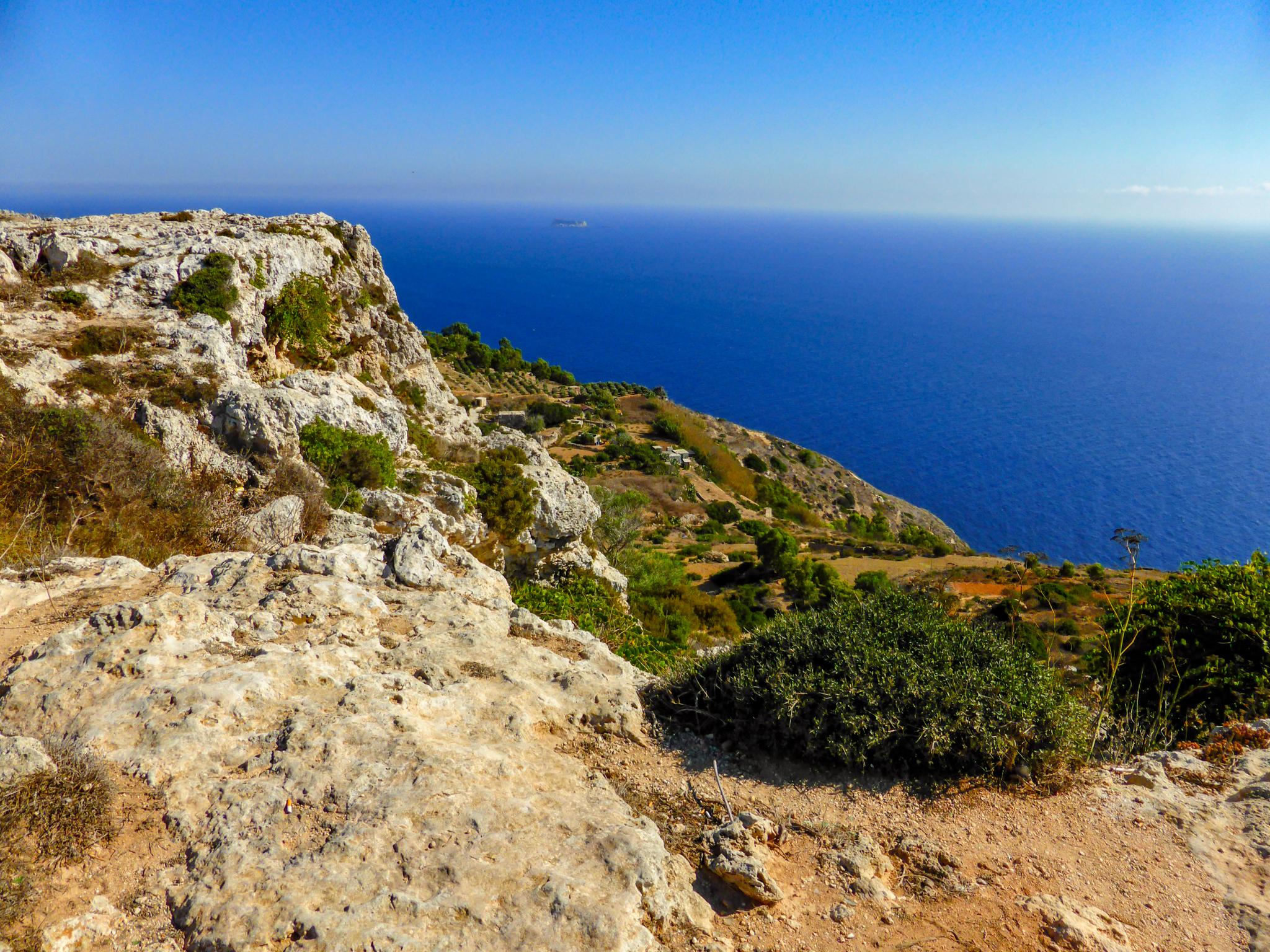 Maltas Landschaft besticht durch eine schroffe Schönheit, die sich in Kombination mit der Architektur erst dann so richtig erschließt, wenn man die Insel längst wieder verlassen hat und die Rundreise Revue passieren lässt. Jedenfalls dann, wenn man mit einem Kreuzfahrtschiff unterwegs ist, wo eh eine unüberschaubare Zahl an Eindrücken auf den Reisenden einprasselt.