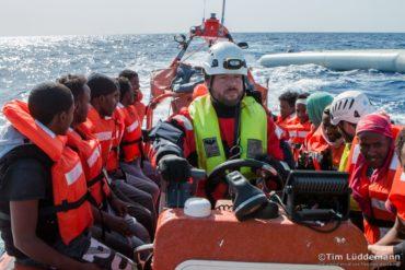 KRIMINALISIERTE SEENOTRETTER: Interview mit einem der aufs Meer fuhr, um Flüchtlinge vor dem Ertrinken zu retten